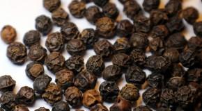 Czym jest piperyna i jakie są korzyści jej spożywania?