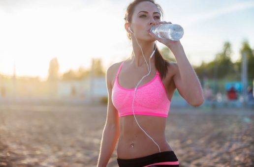 Odwodnienie organizmu – jak mu przeciwdziałać podczas ćwiczeń i choroby